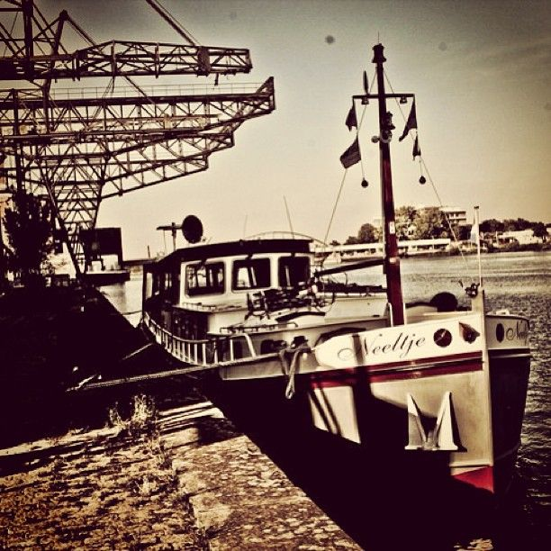 Maastricht Boat #maastricht #holland #netherlands #boat #river - @sembo- #Mtricht #UniverCity #Neeltje
