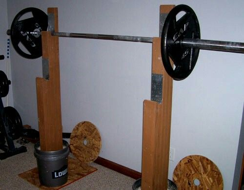 Squat rack super strong diy not sure about the buckets for Diy squat stands