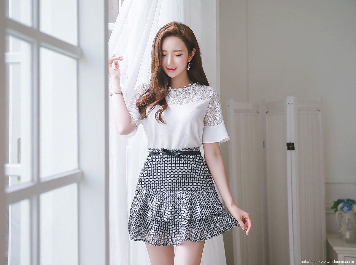 Romantic trendy looks styleonme lee yeon jeong