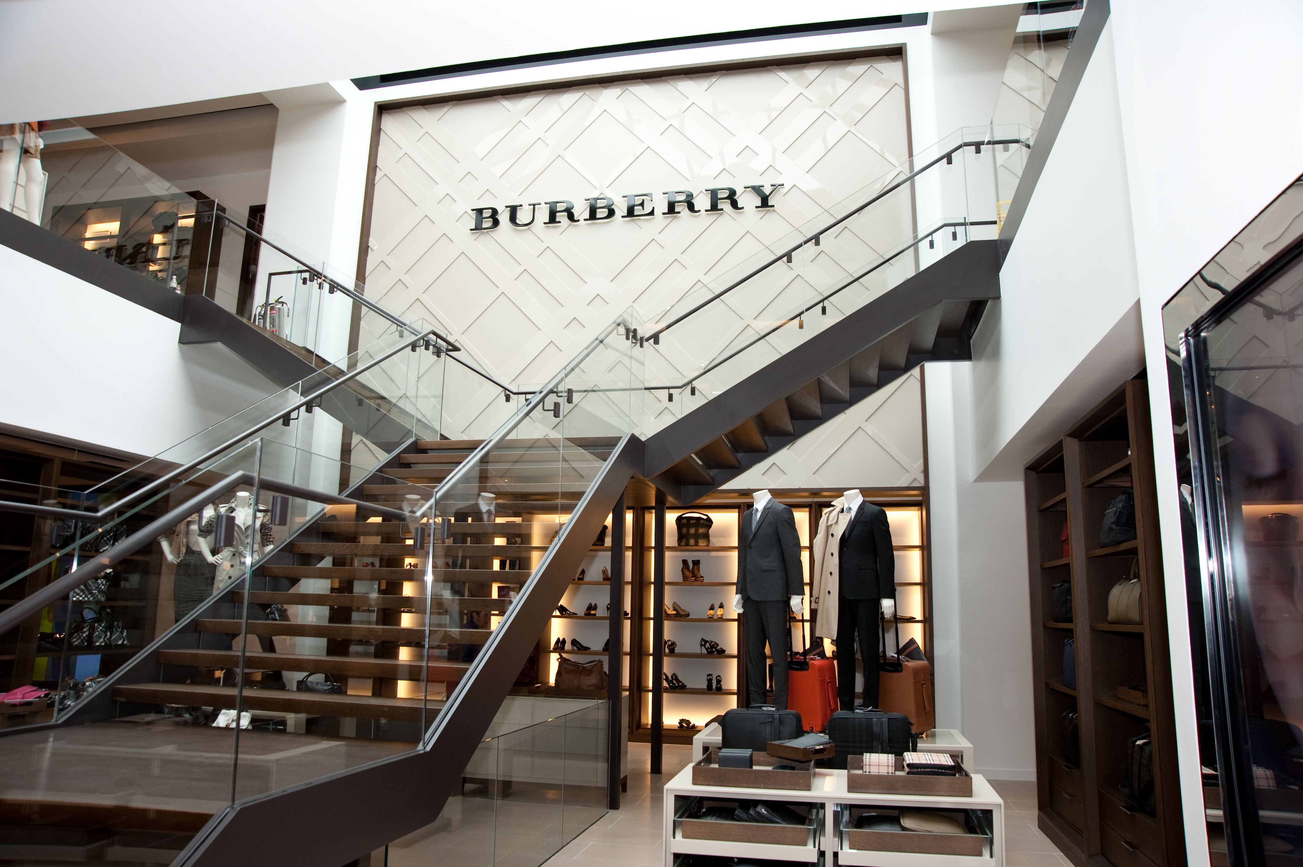 Burberry Store Bicester Village With Images Burberry Store