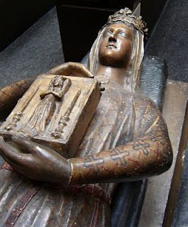 Queen Berengaria's tomb and effigy in the Cathedral of St. Juliens in Le Mans, France. Married to King Richard I of England. Said to be the only English queen never to set foot in England. She outlived her husband by 30 years. They had no issue. King Richard I, Richard Iii, European History, British History, Ancient History, Art History, Eleanor Of Aquitaine, Plantagenet, Cemetery Art