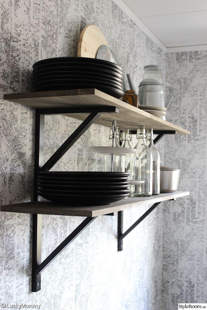 hylla betsad hyllkonsoler ekby valter ikea k kshylla flaskor tallrikar gryta k k. Black Bedroom Furniture Sets. Home Design Ideas