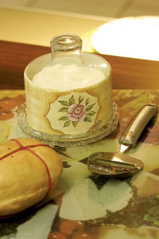 Queijeira de vidro com pintura floral e artesanal