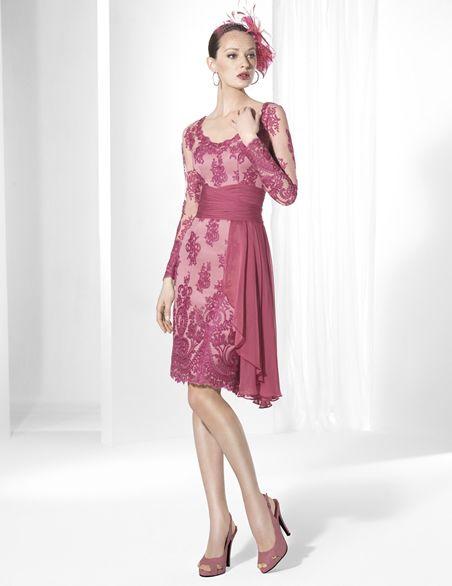 2e9f8b7bf64e Vestidos de fiesta cortos en raso color maquillaje y tul bordado en ...