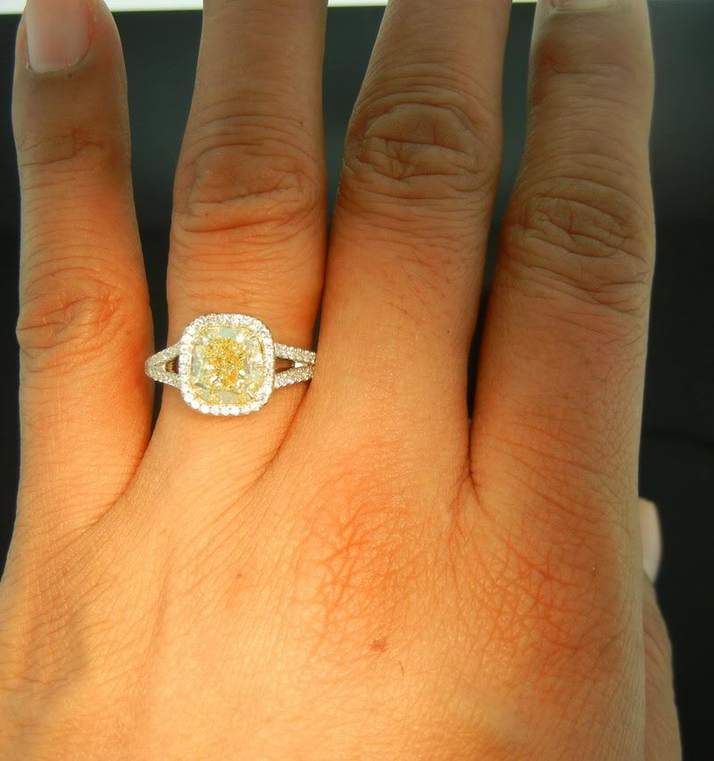 Thats Either A Yellow Stone Or Crappy Diamond Lol But This Setting Is Amazing