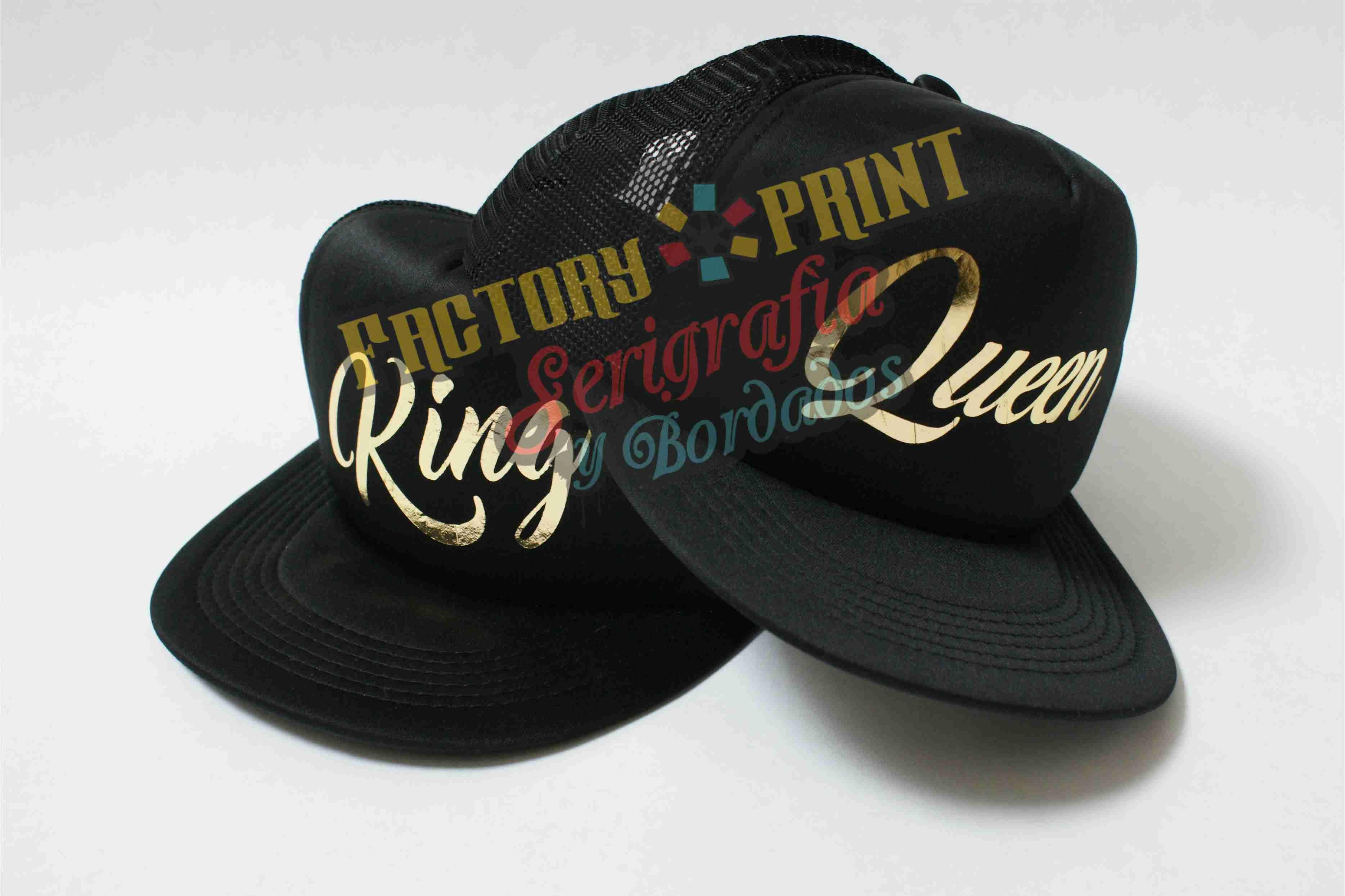 777b69778a20 Recorte de vinil textil dorado sobre gorras. Factory PRINT ...
