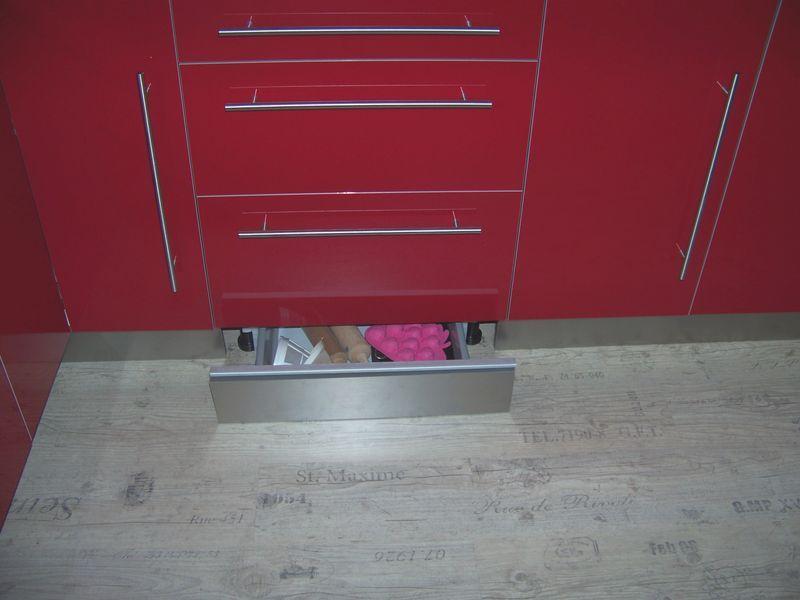 cuisine ik a rouge laqu e virgin 39 crea bonnes id es pinterest cuisine ikea plinthes et. Black Bedroom Furniture Sets. Home Design Ideas