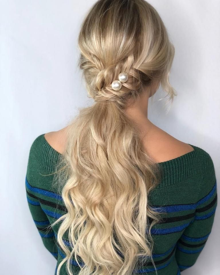 Pin By B C On Images Coiffure Hair Styles Valentine S Day Hairstyles Cool Hairstyles
