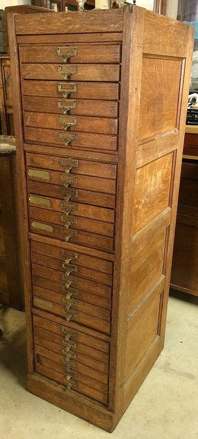 Beautiful Antique c1920s Quarter Sawn Paneled Oak 24 Drawer
