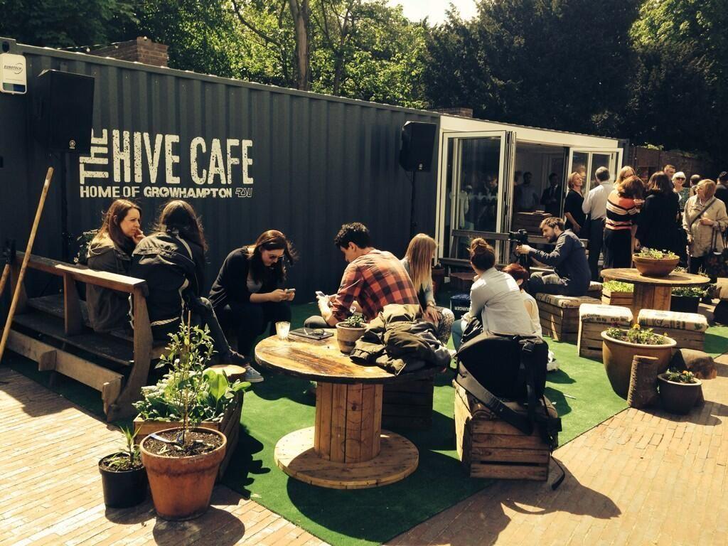 Hive Cafe Terraza Exterior Mobiliario Madera Reciclada
