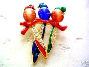 Parrot trio brooch