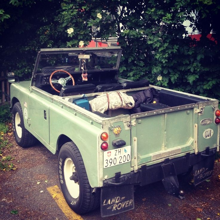 Landrover Defender Land Rover Series 109: Bike In The Shop : Photo