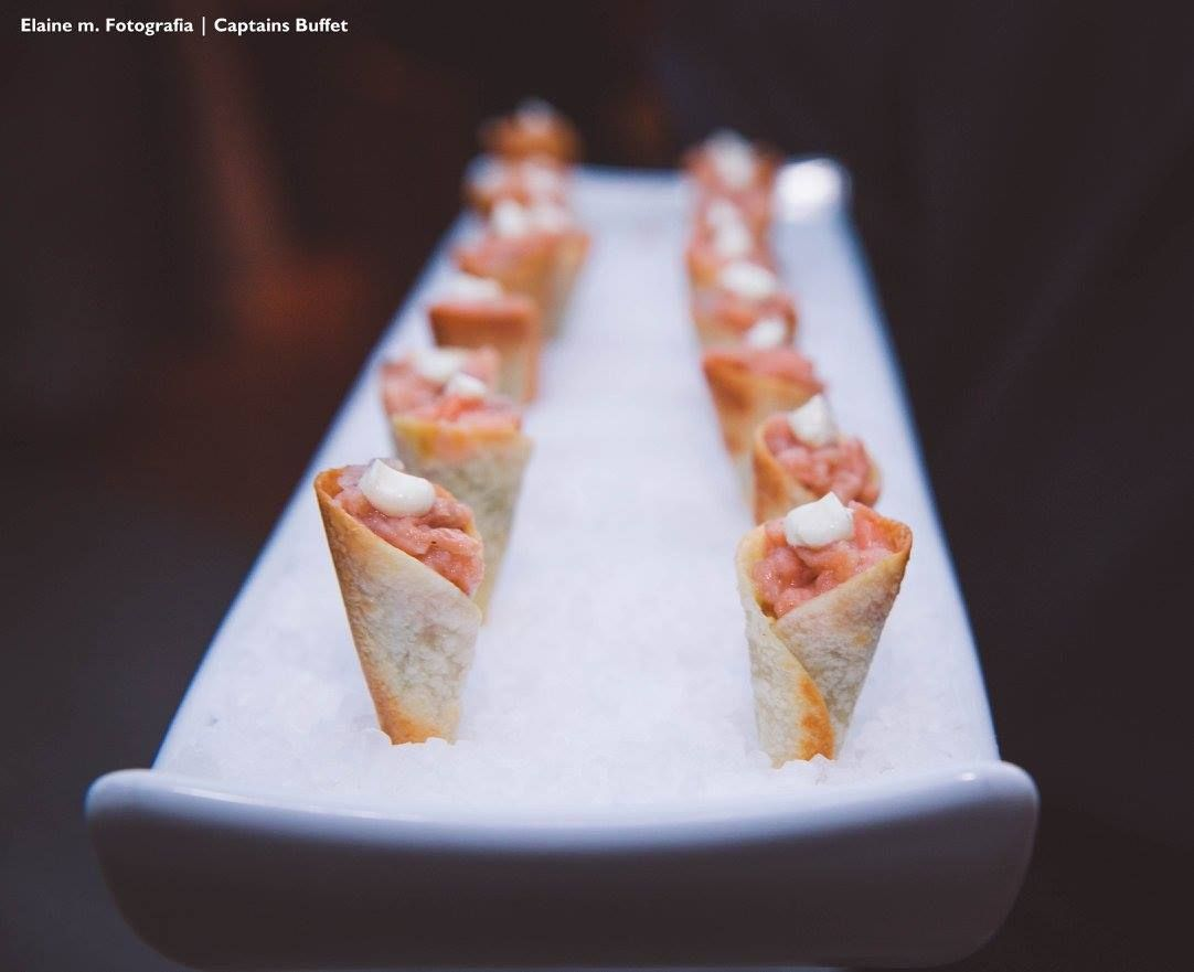 Mini cone de salmão tartar. Casamento Mariane e Victor. #CaptainsBuffetBuzios