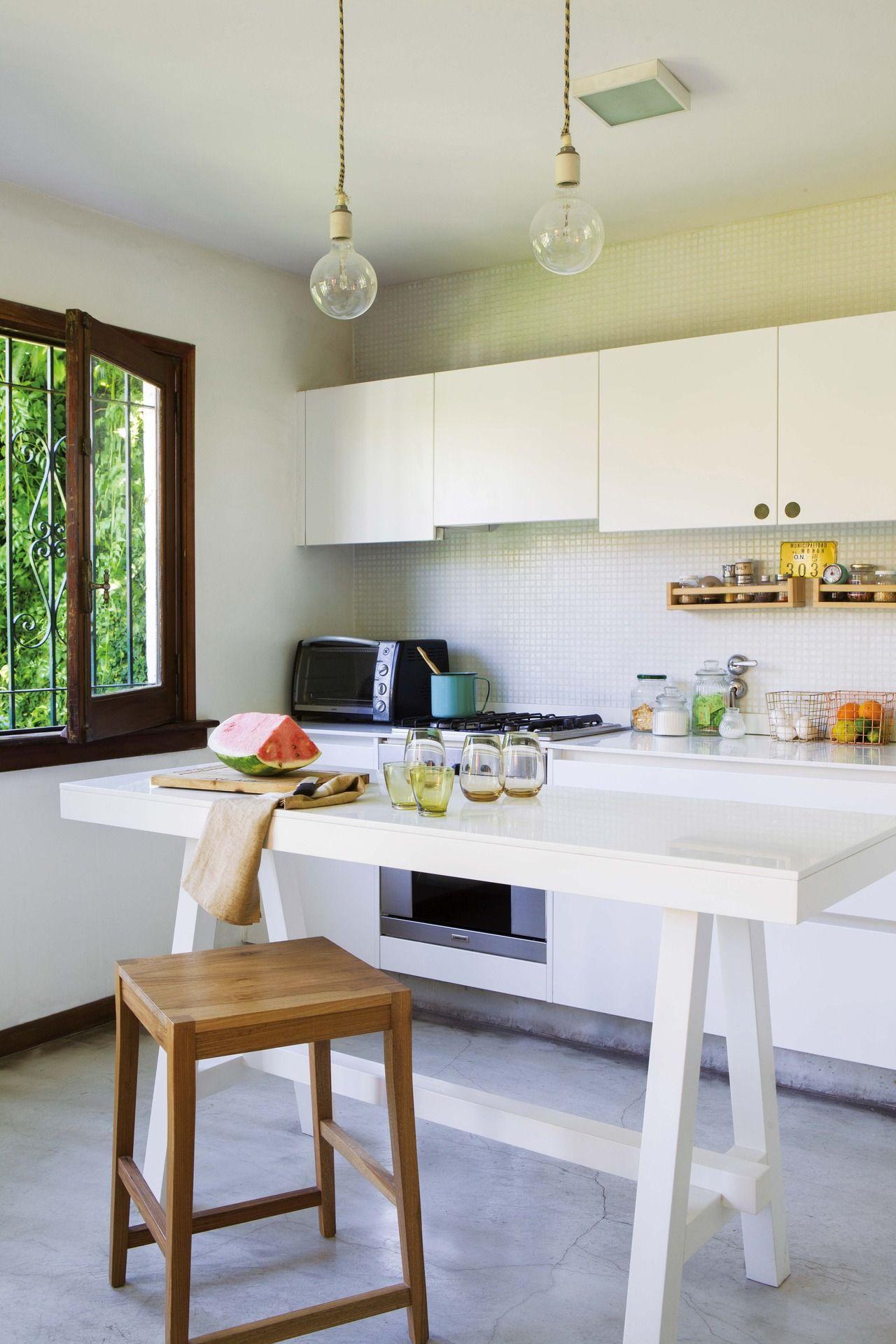 Una Casa Con Base Neutra Y Detalles De Color Pisos De  # Muebles Blanco Poblenou