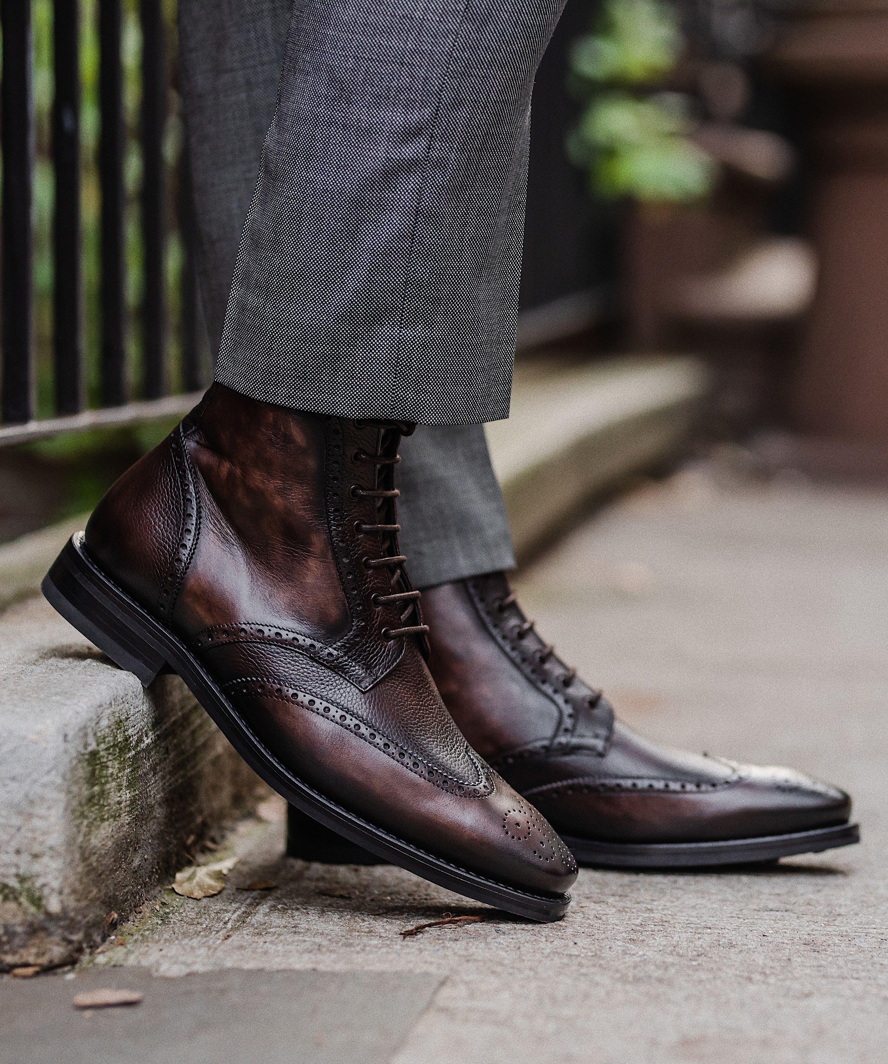 Mens wingtip boots