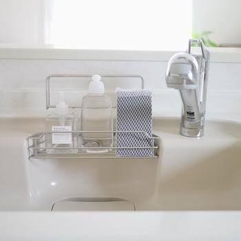 シンプルな暮らしは賢い収納から Sayaさんに学ぶ 暮らしの整え方 キナリノ インテリア 収納 シンプルな暮らし キッチン 洗剤