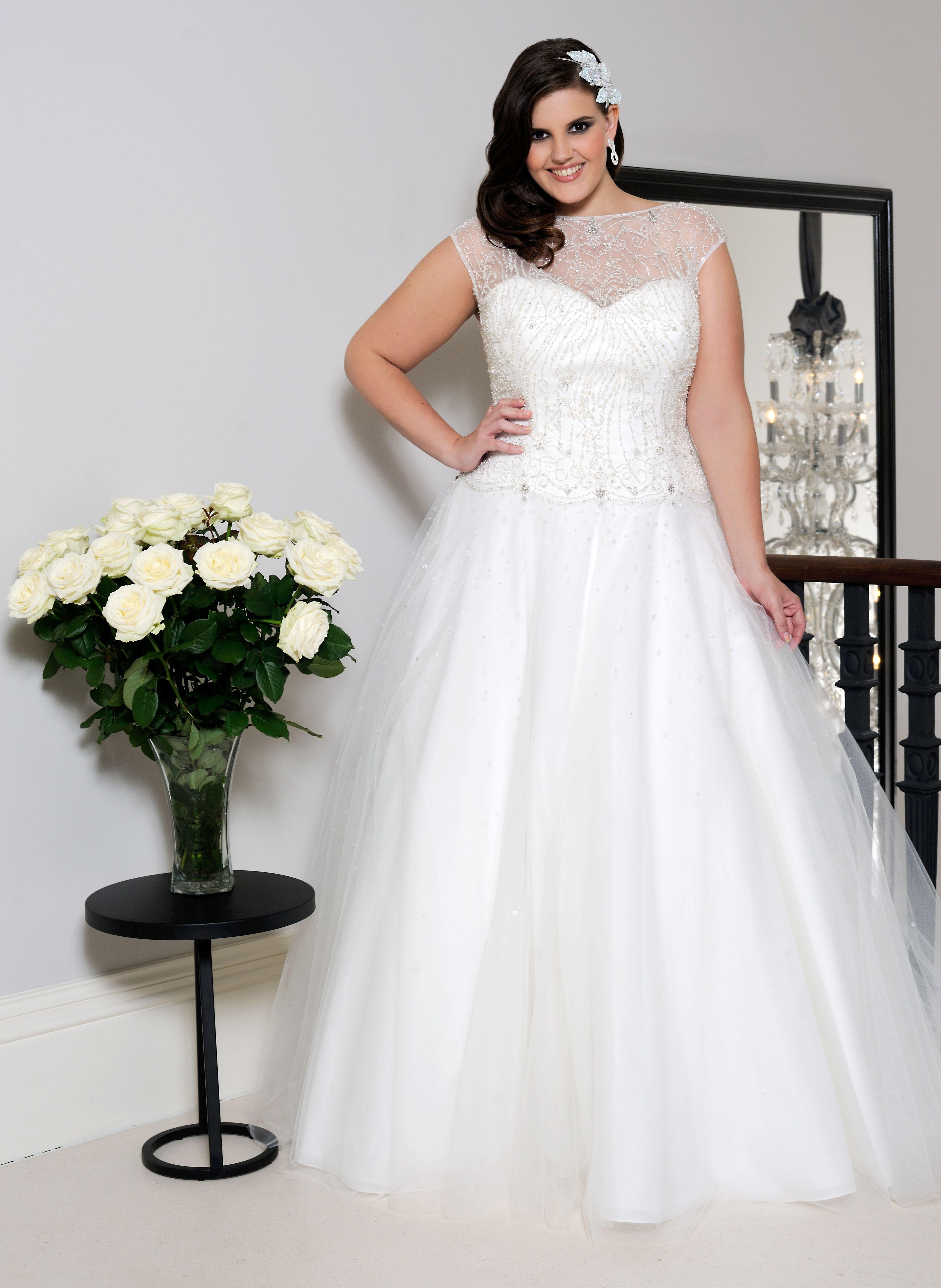Wedding dresses for curvy brides  Pin by elisangela kalinka ambrosio ferreira on wedding dresses plus