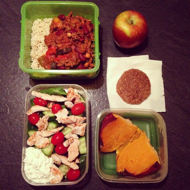 1⃣ Top Left: Homemade Beef & Veg Chilli with Brown rice.  2⃣ Bottom Left to right: Turkey & Cottage cheese salad with spinach, cucumber & tomatoes with a Sweet Potato.  3⃣ Top Left: Snacks include an Apple, Homemade Banana & PB Oatmeal cookie.
