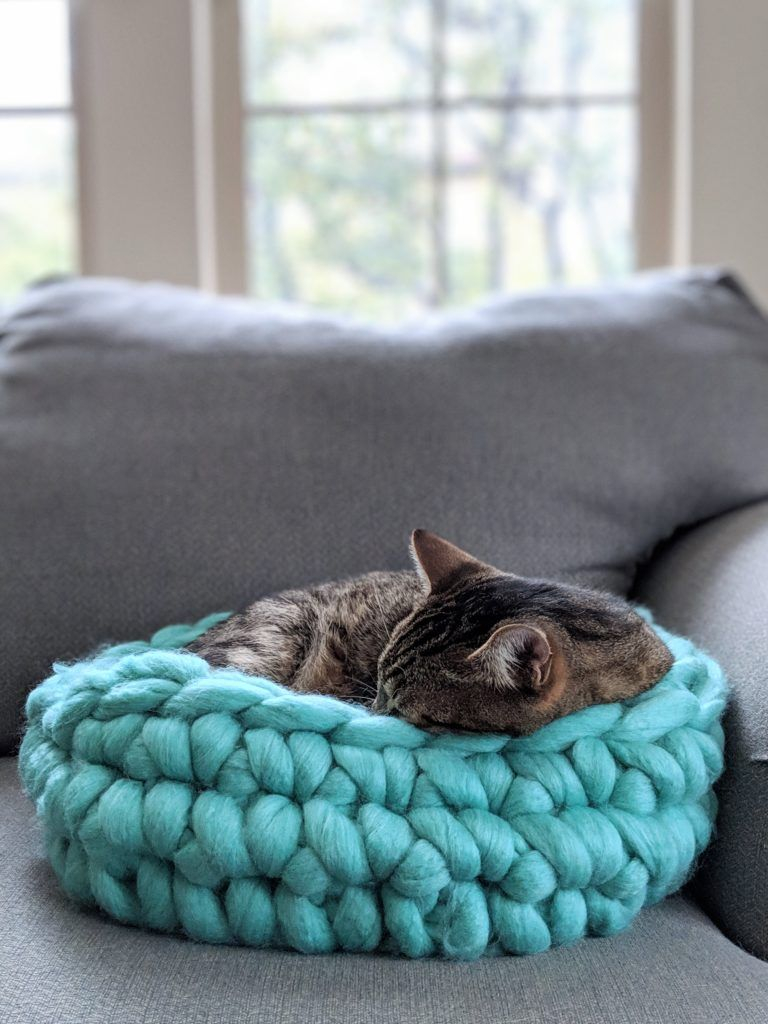 Chunky Yarn Cat Bed, Free Crochet Pattern, Jumbo Yarn