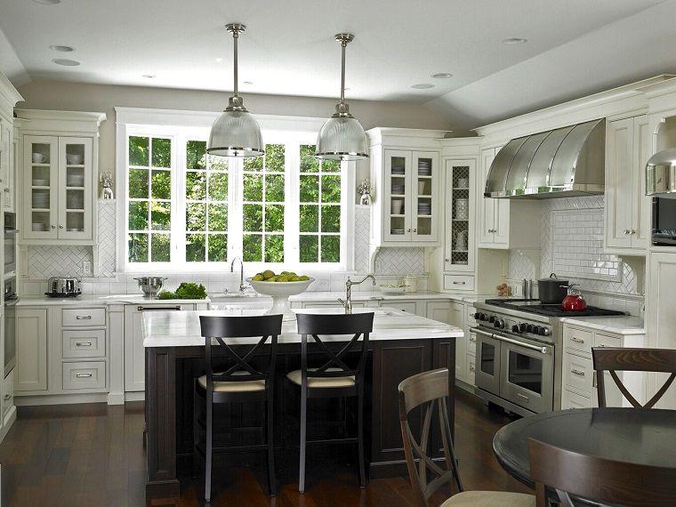 cucine bianche classiche-isola-lampadari-sospensione | interior