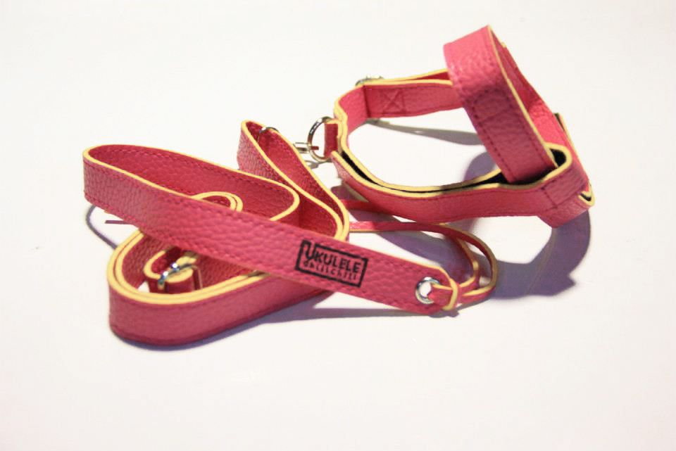 Ukulele Strap Color Dark pink - Handmade  - made of lather  - easy to use  - can use with Soprano , Concert ,Tenor  - can use for since children to adult  - can use for since beginner to professional  - I can ship worldwide http://www.facebook.com/ukulelechillchill
