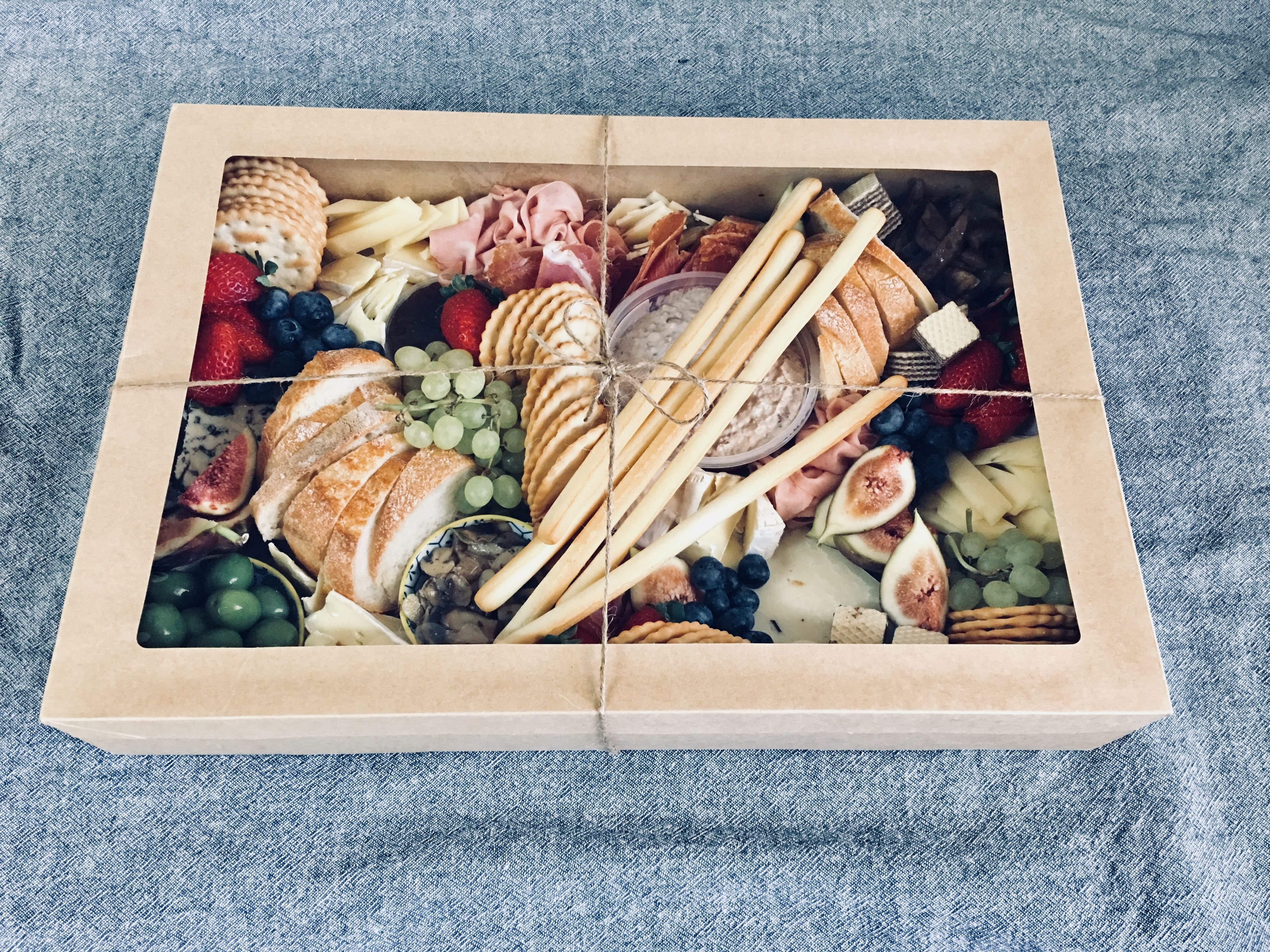 Pin By Vanessa Rochelle On Made By La Paparedda Charcuterie Gifts Picnic Food Picnic Box