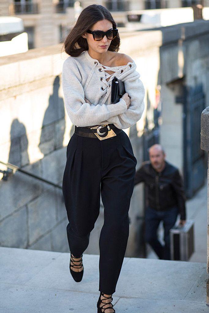 A un lado, el eterno chic francés. Al otro, el lujo bohemio. El estilo femenino en barrios y distritos durante París Fashion Week.
