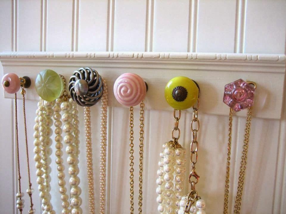 Como fazer porta-colares com puxadores de gaveta – Toda Perfeita | Puxadores de gaveta, Porta colares, Puxadores de porta