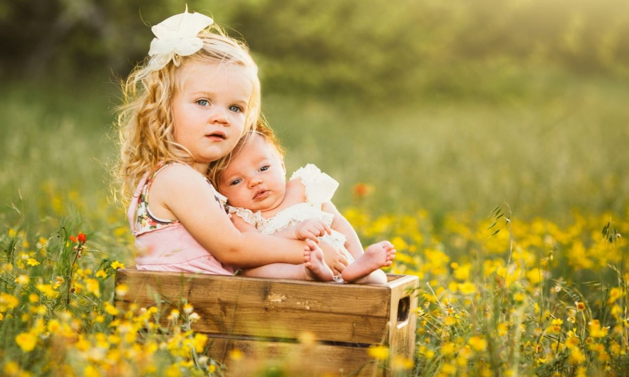 Nice Sisters Love Cute Baby Wallpaper Baby Wallpaper