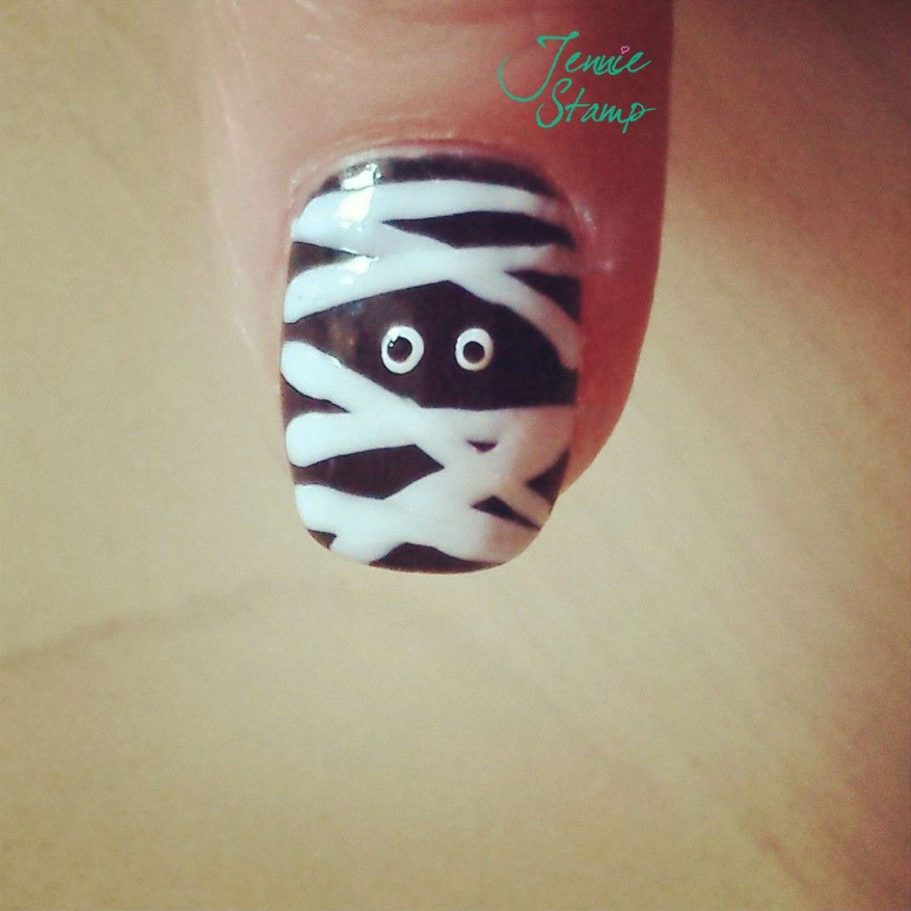 McKenna... check these out. Spooky Halloween Nail Art | Uñas ...