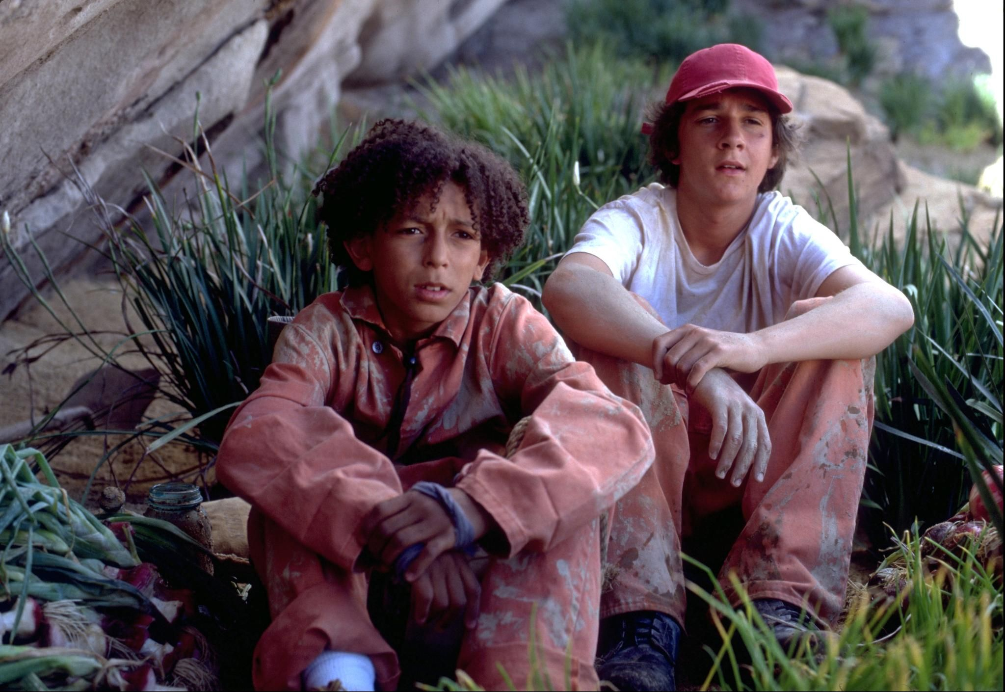 Still of Shia LaBeouf and Khleo Thomas in Holes (2003