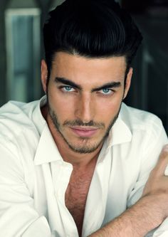 This Fellow Almost Captures The Image Of Roarke I Have In My Head Dark Hair Blue Eyes Blue Eyed Men Beautiful Men Faces
