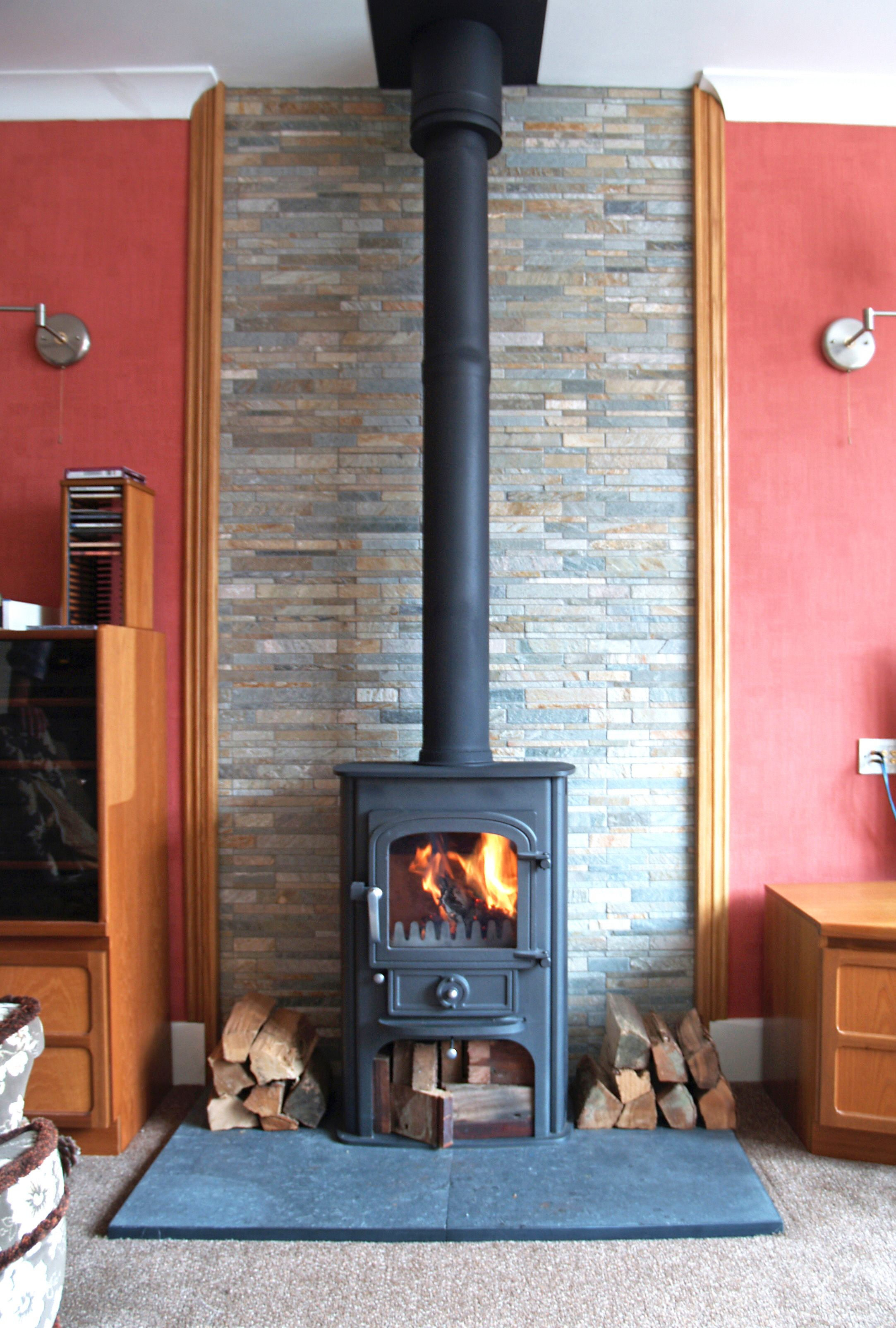 Wood stove surround ideas - Clearview Solution 400 Multi Fuel Stove With Welsh Slate Hearth And Slate Tiled Backing Fitted