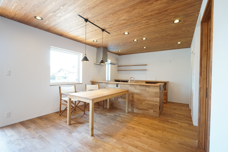 モリハウジング 安良川の家 ダイニングキッチン 天井板張り リビング
