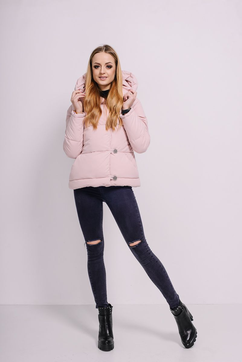 78c03003517 Розовая короткая куртка-пуховик с капюшоном Lilo. Купить в Lilo -  производитель женской одежды
