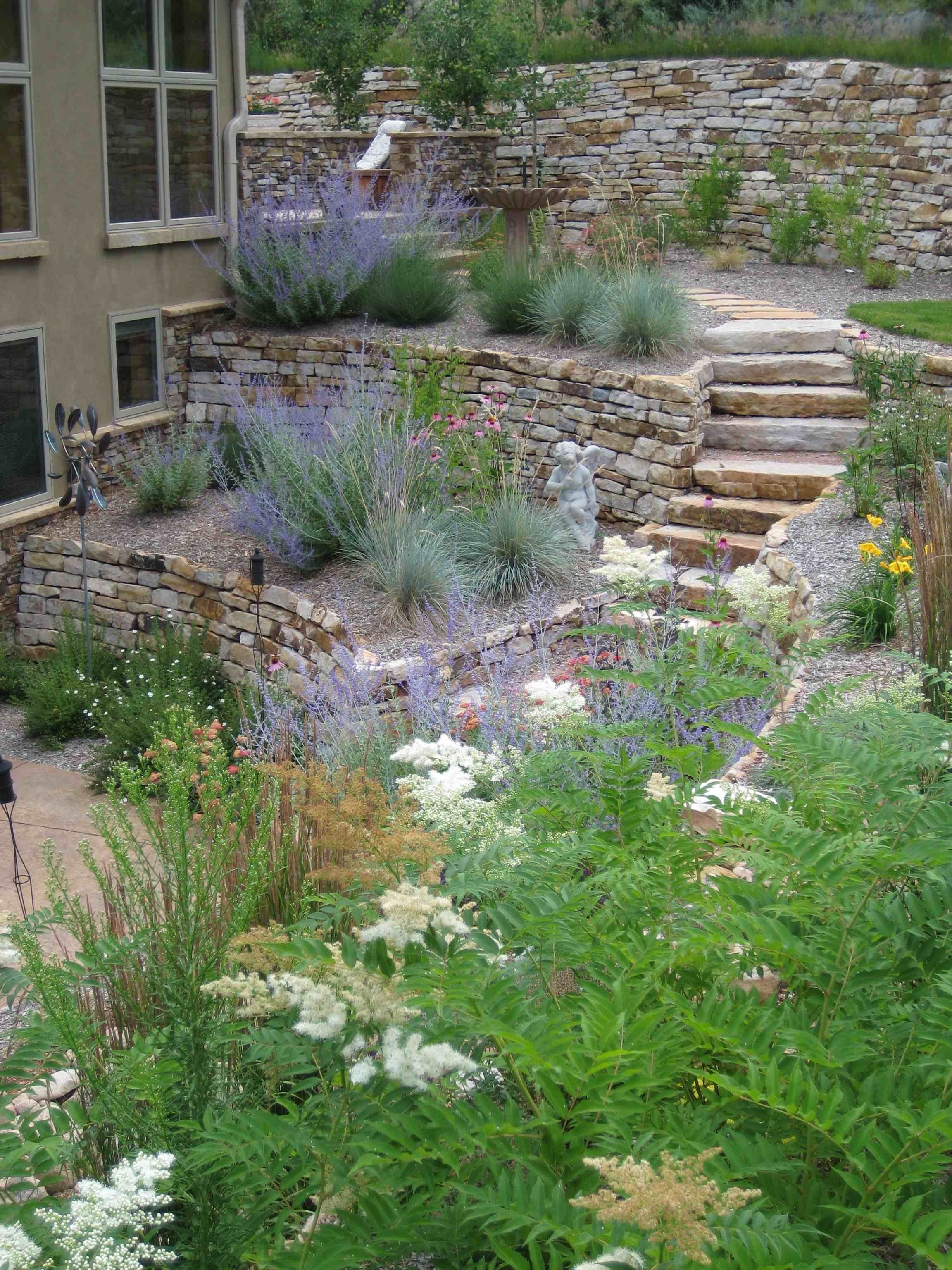 Terraced garden russian sage works well with stone garten - Mediterraner steingarten ...