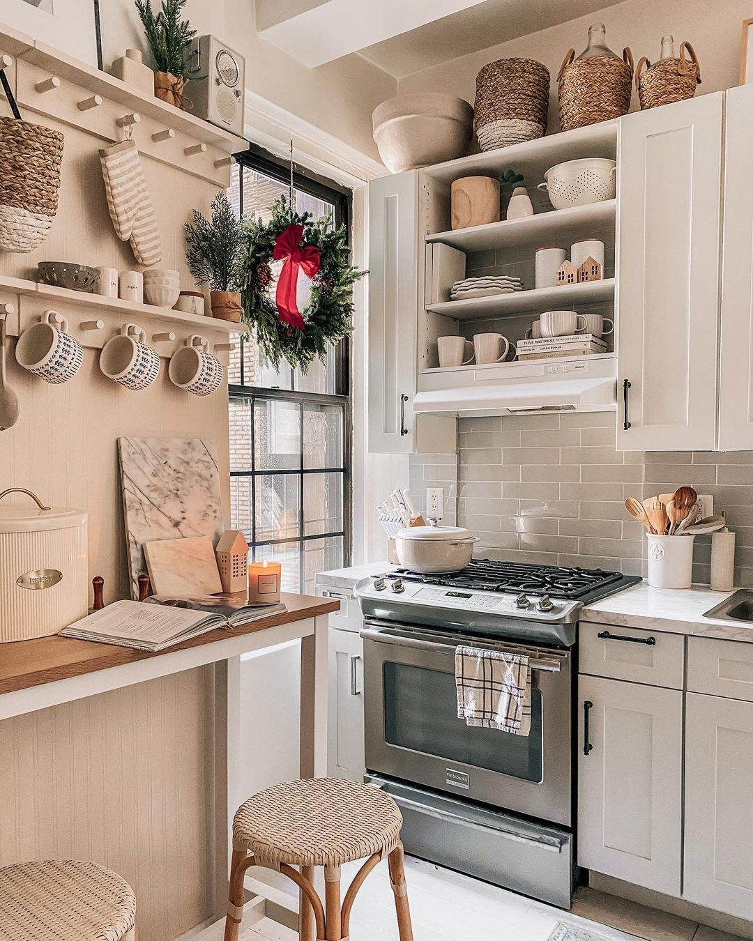 Apartment Kitchen Pretty In The Pines Nyc Kitchen Inspirations Apartment Kitchen Kitchen Decor