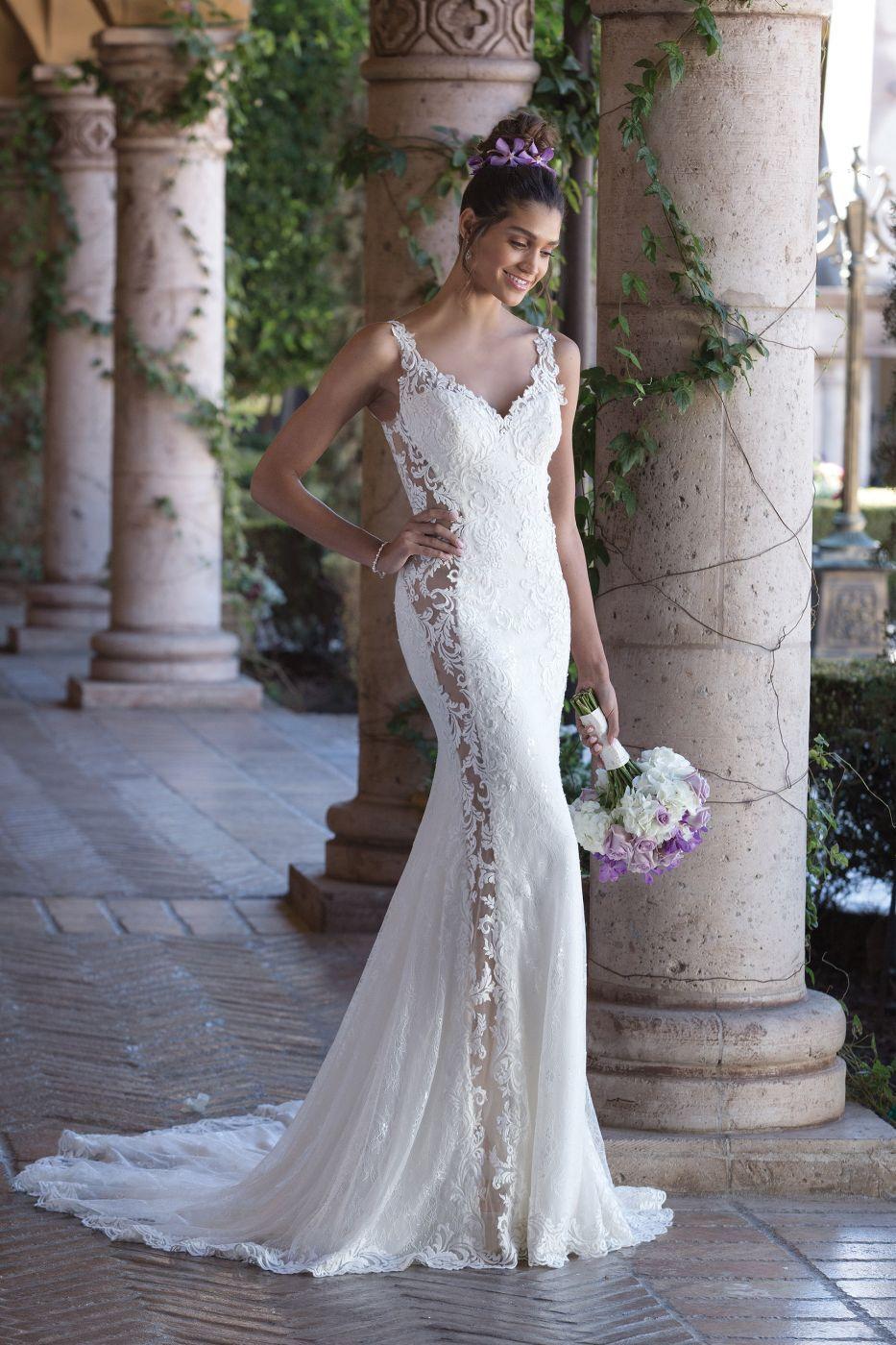 Wohoo! Figurbetontes Brautkleid mit tollen Spitzendetails von
