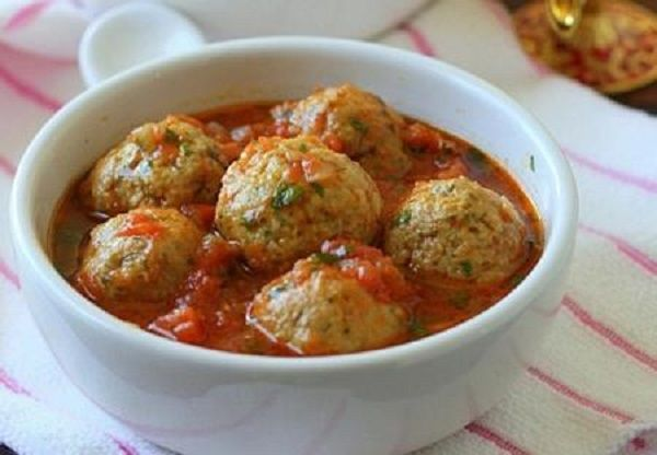 Meat meatballs in tomato-mushroom sauce