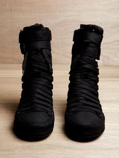 3b8eb191029 Epic!!!!! Cyberpunk shoes, Futuristic, Black sneakers, Future shoes ...