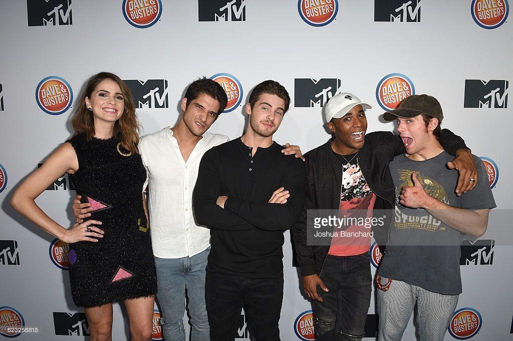 Photo of Shelley Hennig, Tyler Posey, Cody Christian, Khylin Rhambo and Dylan Sprayberry …