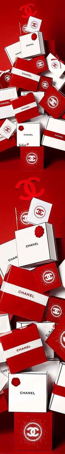 Téa Tosh Chanel #Chanel #chanelbeaute #christmasmood # ...