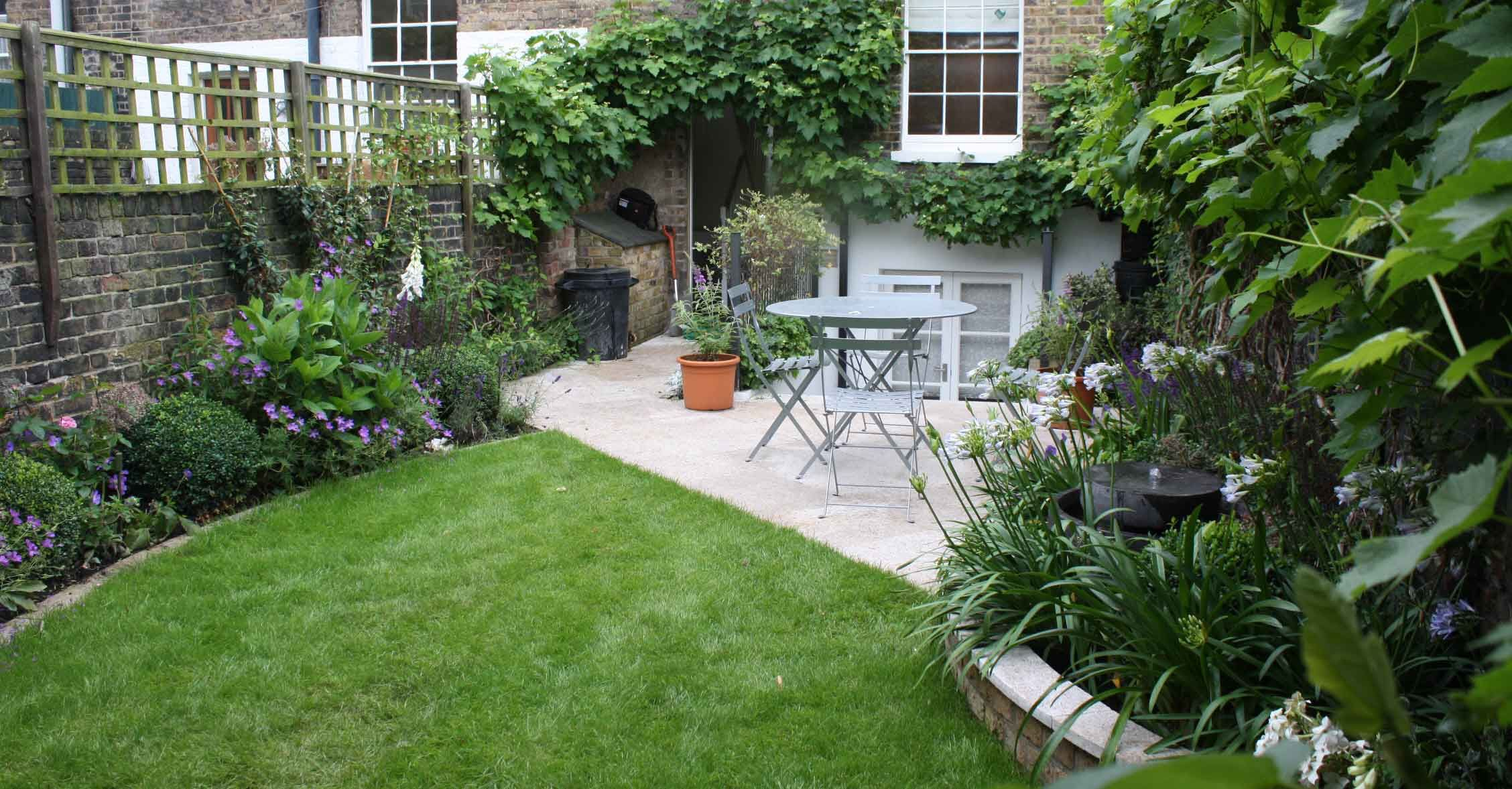 Long Thin Greenwich Cottage Garden (With images) | Garden ...