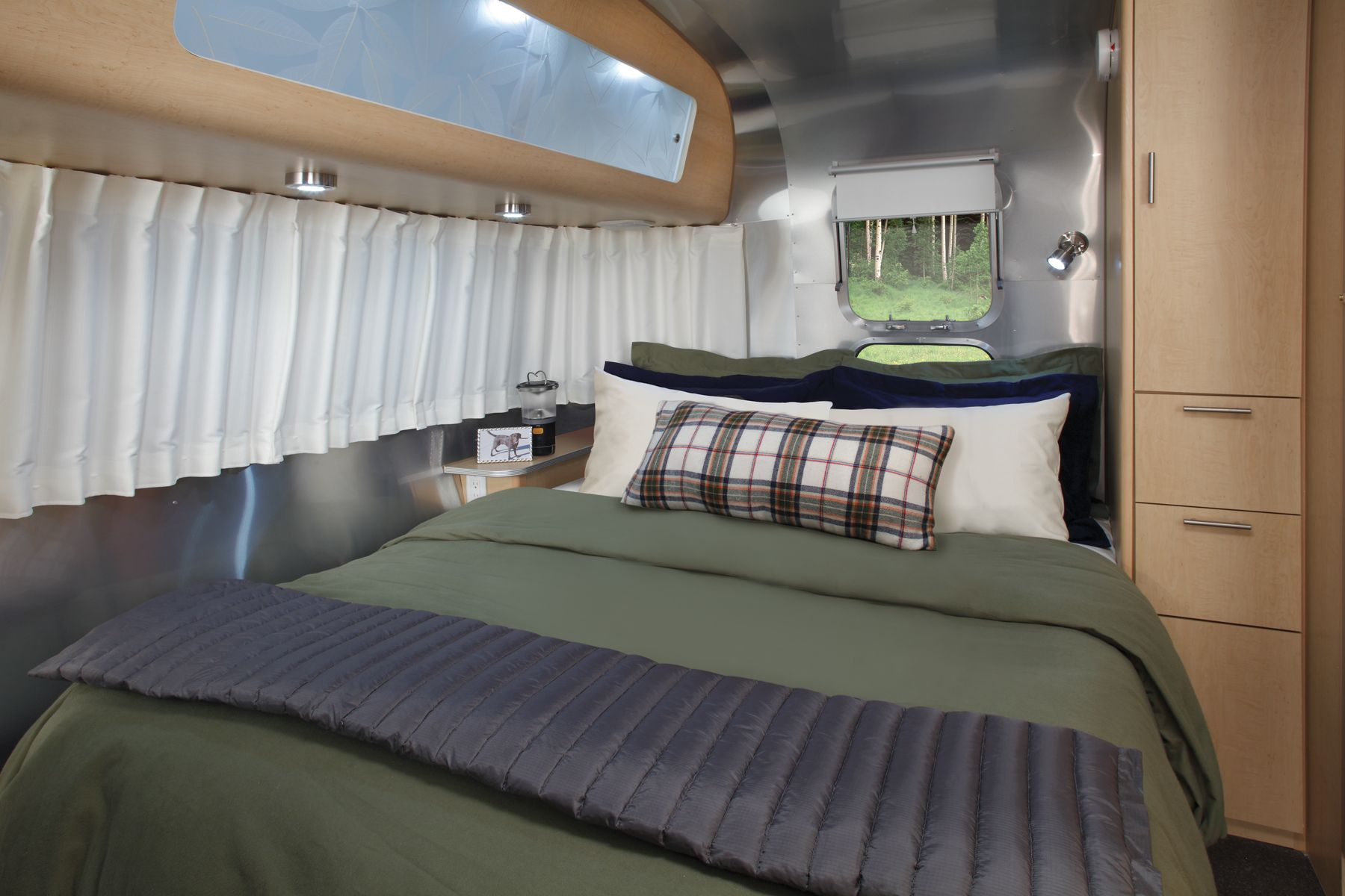 Eddie Bauer Airstream - bedding | Airstream Interiors | Pinterest ...