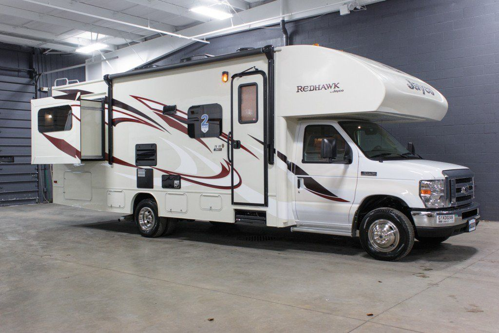 stylish motorhome 2016 jayco redhawk 26xd riding in this motorhome will make you feel at home. Black Bedroom Furniture Sets. Home Design Ideas