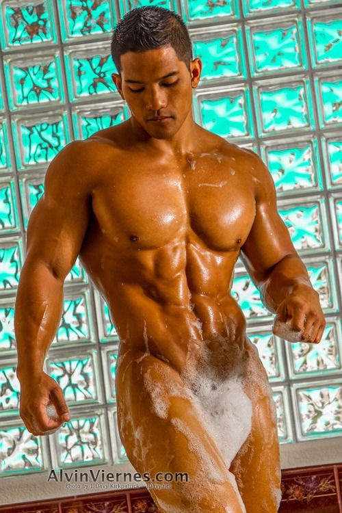 Muscled Hot Hunk In Bubble Bath