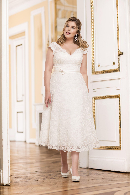 Curvy Brautkleid Kurz Plus Size Mode De Pol Brautmode Brautkleid Kurz Kleider Hochzeit