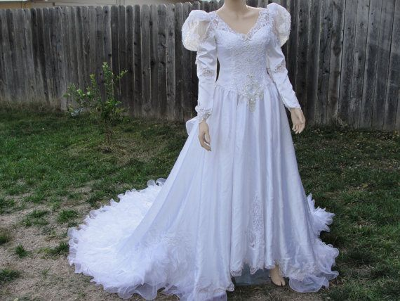 Vintage 1980s Ruffle Wedding Gown Dress With Back Zipper Size 10