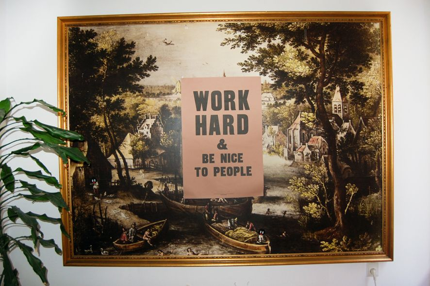 El otro cuadro 3x2 de La Casa. El póster no va incluido, pero sí la pegatina que en una esquinita puso Boris Hoppek.