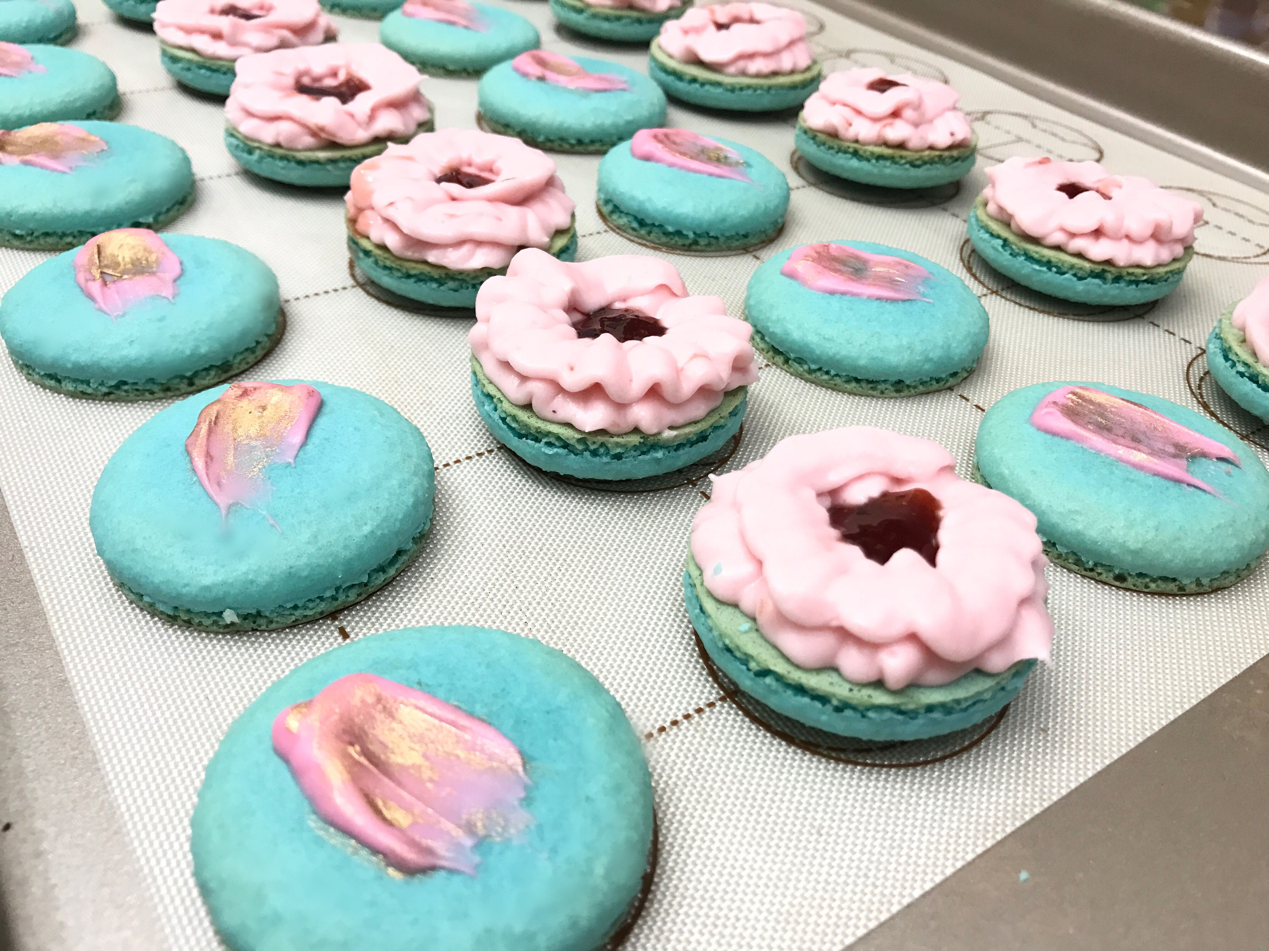 Gender Reveal Macarons Pink And Blue It S A Girl It S A Boy French Macarons Homemade Macarons Homemade Macarons Melting Chocolate Strawberry Buttercream